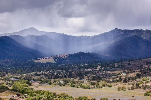 Veiled By Rain // #california #yreka #golden #valley #hill #mountain #range #trees #shrubs #landscape #sky #clouds #rain #i5 #interstate5 #cascade #wonderland #hwy