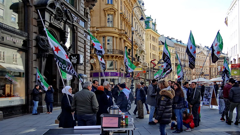 Das Klima in Wien wird im Jahr 2050 ähnlich dem sein, wie heute in de nordmazedonische Hauptstadt Skopje, denn bis 2050 wird die Temperatur in Wien  um 7,6 Grad Celsius wärmer als bisher sein. Seit Jahren sorgen die Ticketkeiler in Mozart-Kostümen auf dem Wiener Stephansplatz für Unmut, aber in Wien hat man das Privileg, in der lebenswertesten Stadt der Welt zu wohnen,   Wien 03165