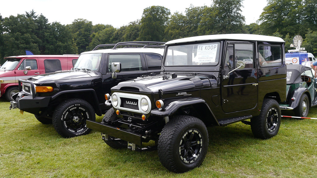 Toyota Land Cruiser FJ40, 1968 - modified - and behind Toy ...