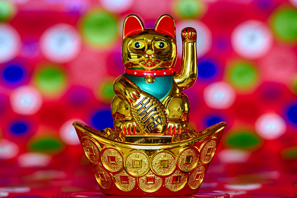 Maneki Neko (beckoning cat)