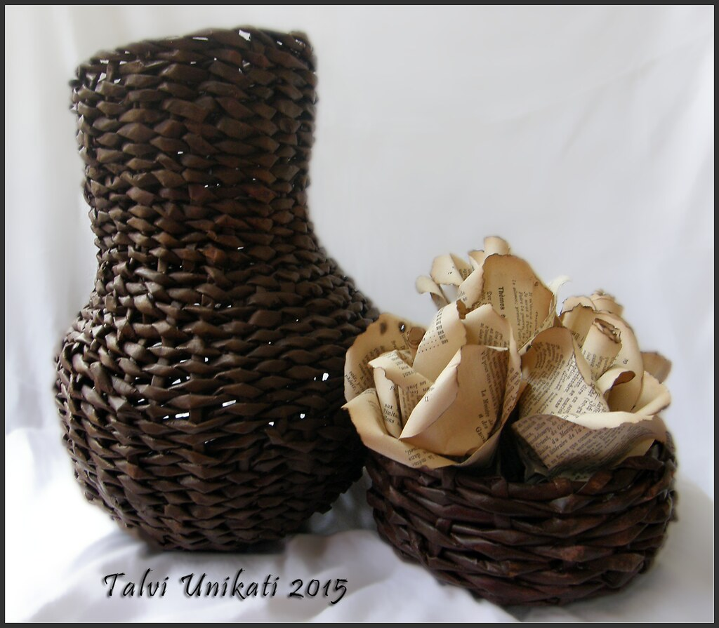 Rukno Rađene Vaze I Dekorativne Ruže Hand Made Vases And