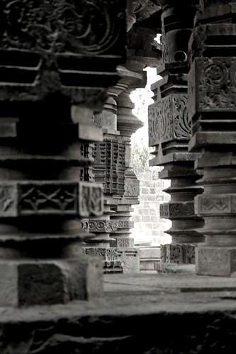 light shadow bw sculpture india white black temple ruins columns maharashtra artarchitecture khidrapur facebookprofile facebookpage