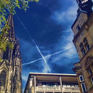 """""""X"""" marks the spot. Unter Fettenhennen. #cologne #colognecathedral #koeln #koelnerdom #365koeln #contrails 