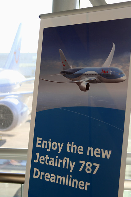 Jetairfly Dreamliner Event – Brussels Airport (BRU EBBR) – 2013 12 10 – 05 – Copyright © 2013 Ivan Coninx Photography