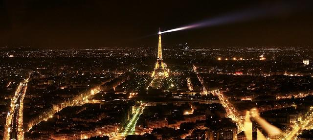 Paris, Eifelturm bei Nacht