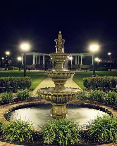 square squareformat water fountain thibodaux louisiana nikon photography ryankirk