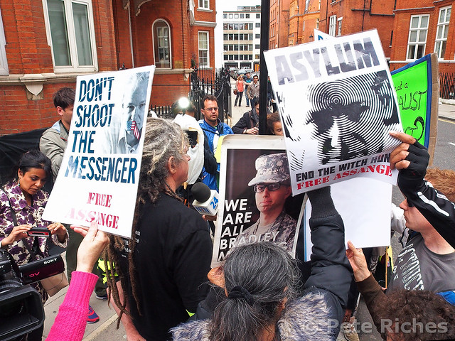 PQ220083 Julian Assange releases statement on Ed Snowden from Ecuadorean embassy  22.06.2013