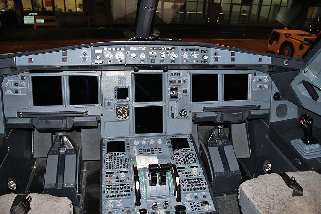 AirnewzealandA320-232-ZK-OJC-34
