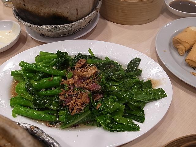 <p>青菜もおいしい</p>