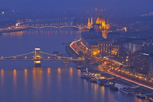 bridge night hill budapest parliament chain danube gellért pest canoneos60 andreapucci