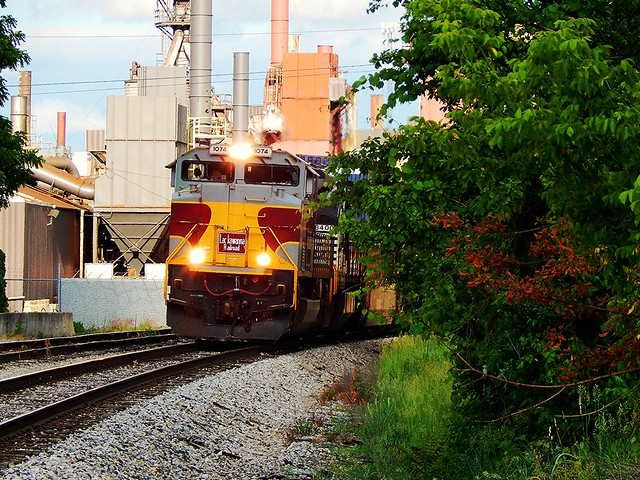 Lackawanna heritage unit makes it's first appearence at Warsaw Indiana