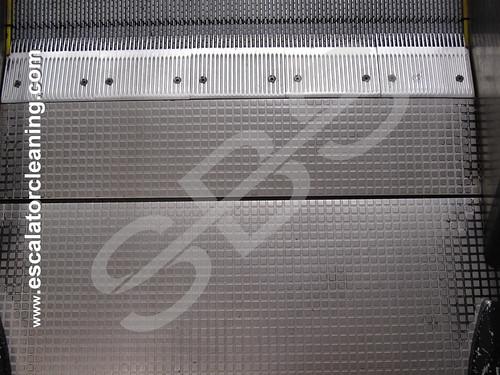 Fullständig rengöring av rulltrapporna   by SFS Industriell Rengöring