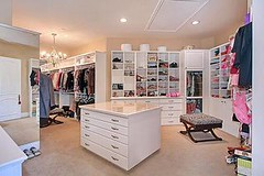 Daaang beautiful closet <3