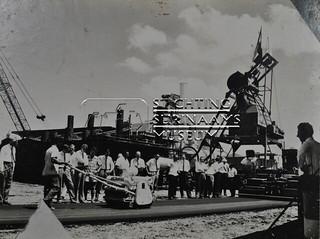 Demonstratie straatwerktuig | by Stichting Surinaams Museum