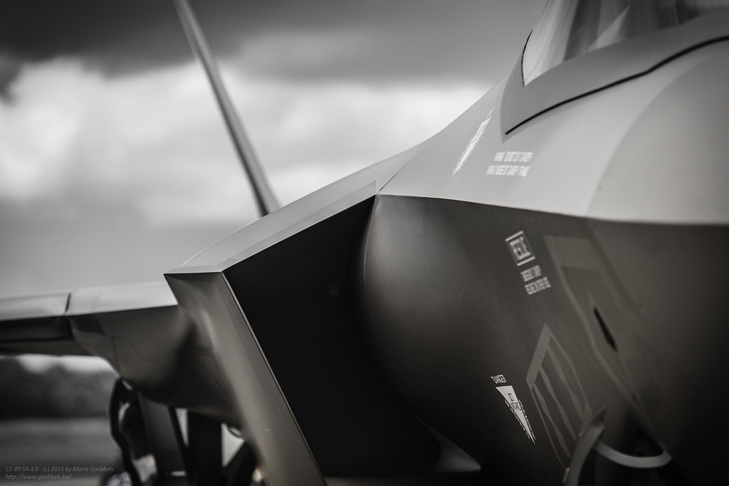 F-35 Lightning II | Click this for a 4K wallpaper version ...