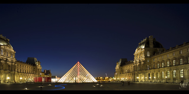 ruban bleu & pyramide 16-9 LM+21_P1441