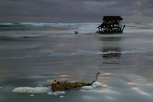 usa beach oregon sunrise pacificocean shipwreck astoria itlookedmuchbrighterbeforetheupload