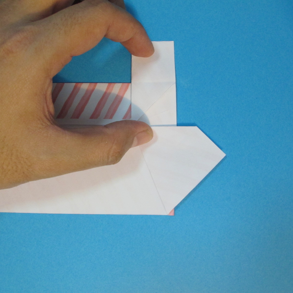 วิธีพับกล่องกระดาษรูปหัวใจส่วนฐานกล่อง 025