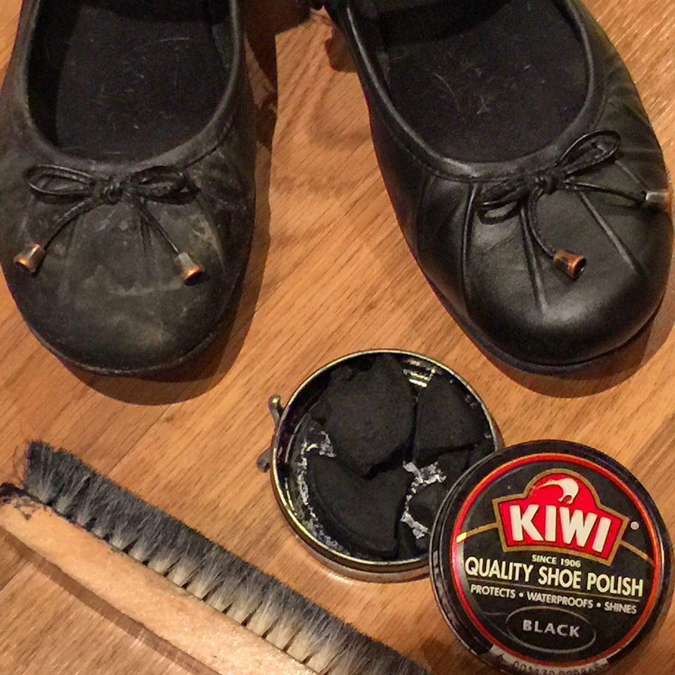 Cleaning shoes