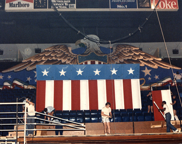 1985-06-Spirit of America set up-11