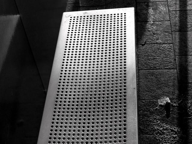 Le passe temps du navetteur - The public bench