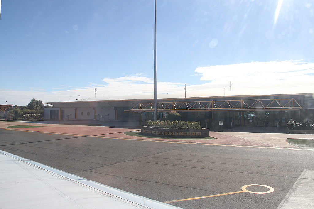 Qantaslink717-23S-VH-NXE-42