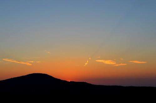 sky mountain ncmountainman d3200 phixe linvillegorge sunrise lowresolutionversion nikon clouds