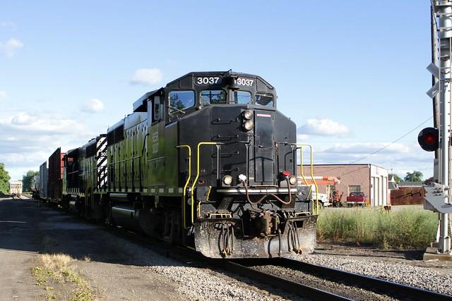 HESR 3037 arriving Wenona Yard