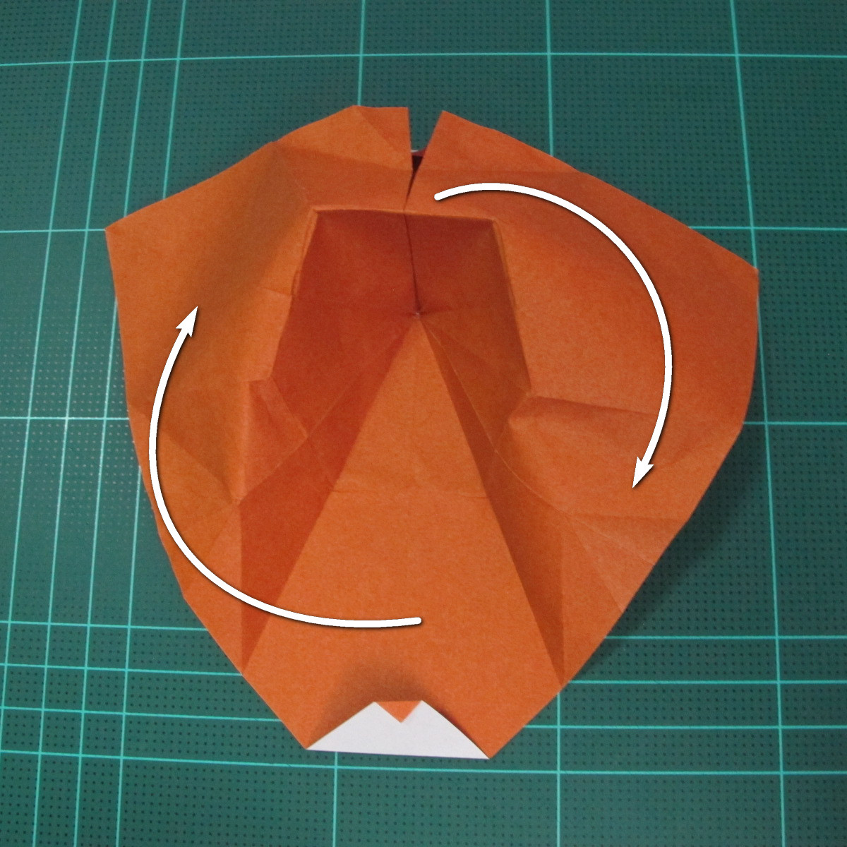 การพับกระดาษเป็นที่คั่นหนังสือหมีแว่น (Spectacled Bear Origami)  โดย Diego Quevedo 020