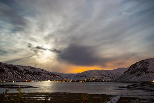 longexposure nightphotography winter lake mountains night frozen iceland moonlight oru 2015 medalfell