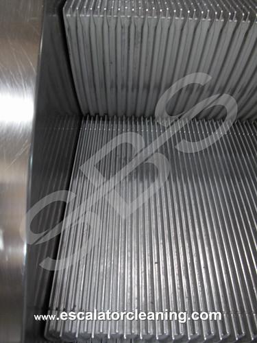 Fullständig rengöring av rulltrapporna | by SFS Industriell Rengöring