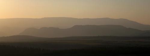 africa sunset sunlight mountains sol southafrica atardecer afrika mpumalanga montañas drakensberg drakensberge suidafrika sudáfrica dragonmountains drakensbergrange drakensberescarpment
