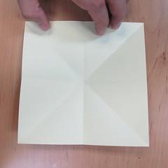 วิธีพับกระดาษเป็นดอกกุหลายแบบเกลียว 004