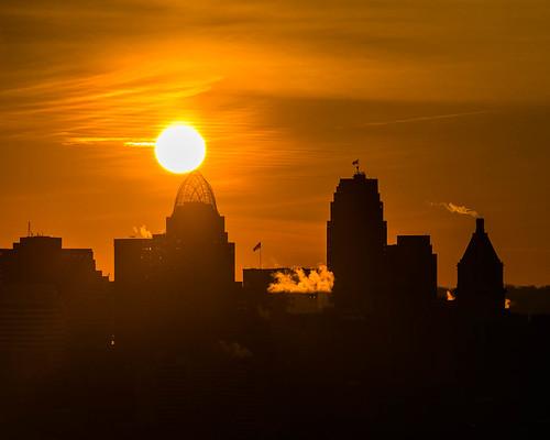 silhouette sunrise cityscape cincinnati cincinnatibest