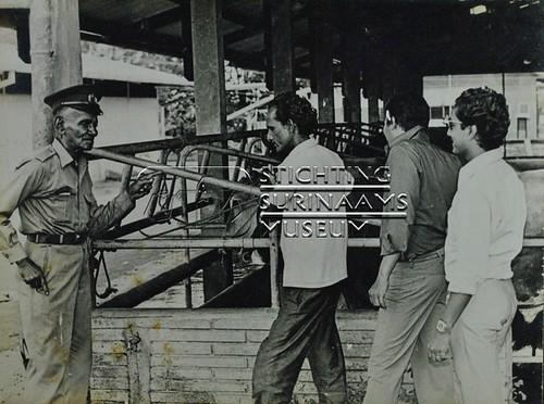 Personeel van het abattoir   by Stichting Surinaams Museum