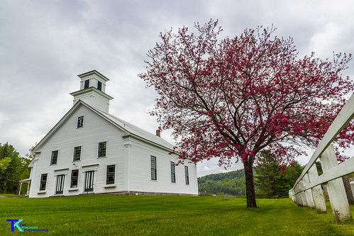 Barnet Center Church and Fence   by Tim_NEK