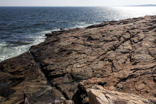 ocean blue red cool rocks warm maine granite bliss acadianationalpark schoodicpoint