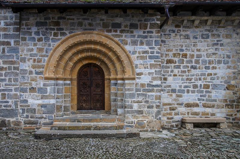 Puerta y banco