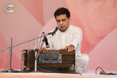 Devotional song by Surinder Sandhu and Saathi from Delhi