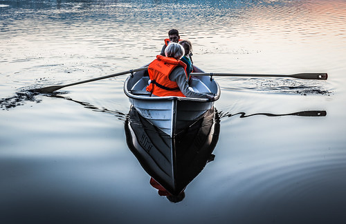 50mm auringonlasku aurinko boat järvi kesä laaksolahti lake landscape lens pitkäjärvi prime soutaa sun sundown sunset vene espoo rowing