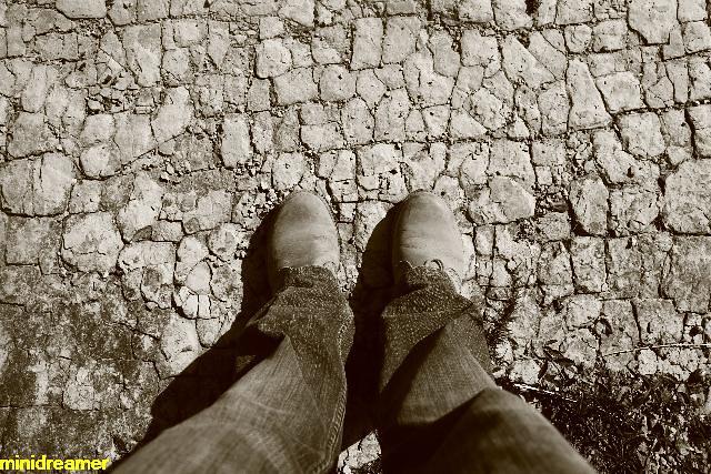 Shattered roads - Caminos rotos en mil pedazos