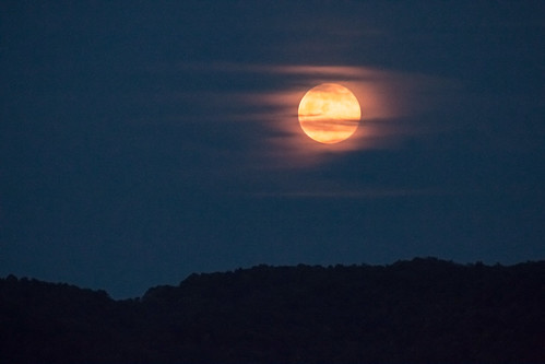moon moonrise nightphotography night nightsky canon canon70d canon28300mmeff3556l clouds cloud grandview grandviewnp beckley westvirginia