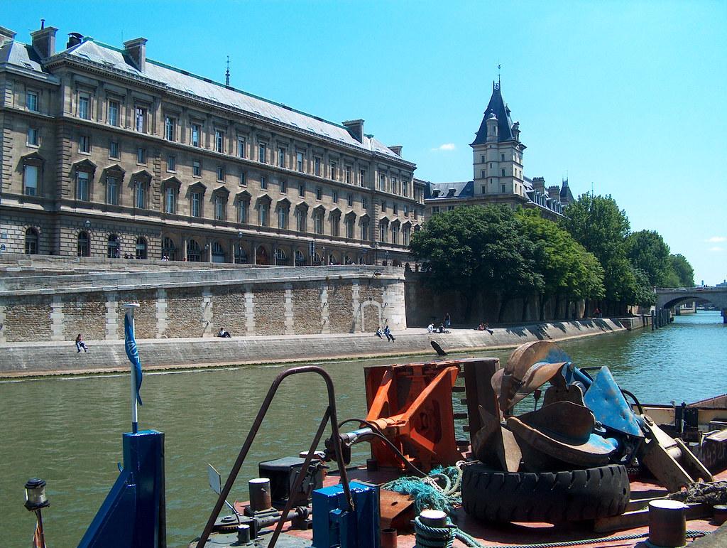 Paris Quai 01