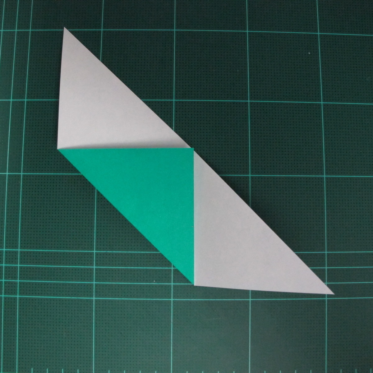 การพับกระดาษเป็นรูปเรือมังกร (Origami Dragon Boat) 009