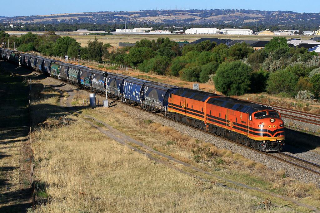 4152s Grain Train ex Bowmans CLP8 & CLF6 by Trackside Photography Australia