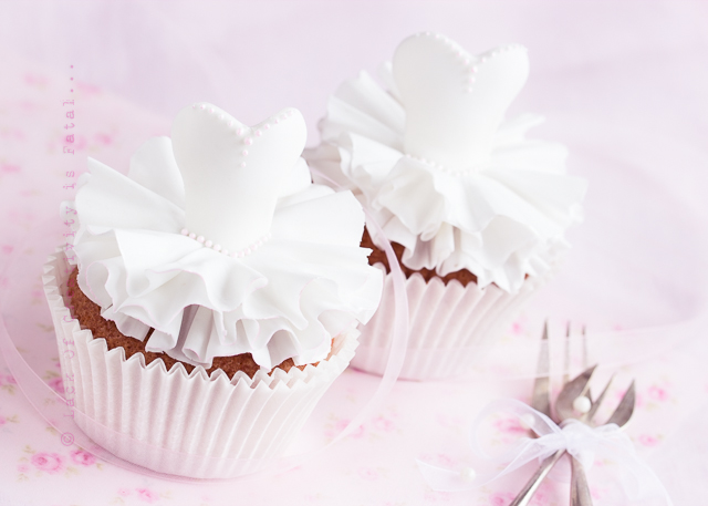 Beautiful cupcakes for wedding or little ballerina. Decora