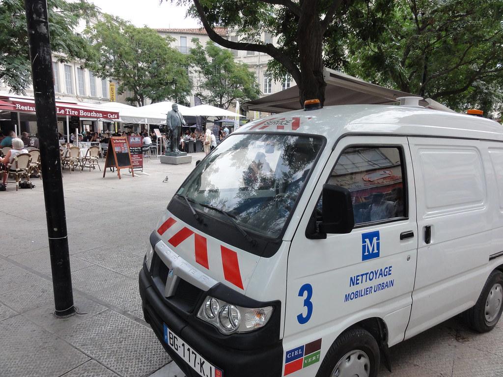 véhicule nettoyage mobilier urbain (MONTPELLIER,FR34)