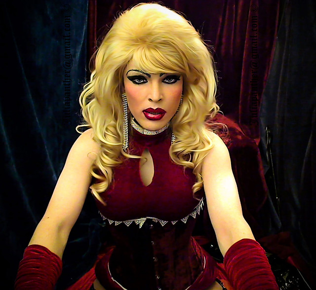 Glamour look: red velvet dress, corset and gloves