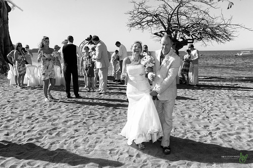 camera wedding vacation bw tree beach smile canon happy eos groom bride sand costarica couple married dress events places equipment celebrations cameras 7d processing handheld 200views 50views lenses topaz riu guanacaste 25views niksoftware bypaulchambers speedlite430exii canonef2470mmf28iiusm lightroom4 photoshopcs6 rocksteadyimages riuguanecaste
