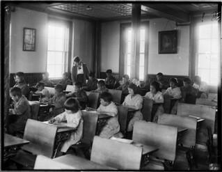 Interior of classroom, Indian Industrial School, Brandon, Manitoba, 1946 / Intérieur d'une salle de classe, École industrielle indienne, Brandon (Manitoba), 1946